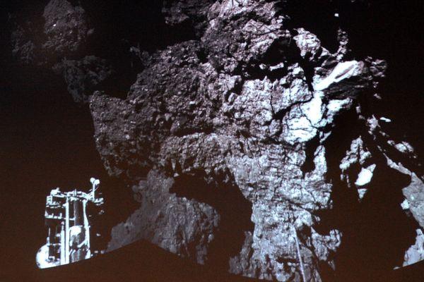 La toute première photo effectuée par Philae depuis la surface de la comète Tchouri