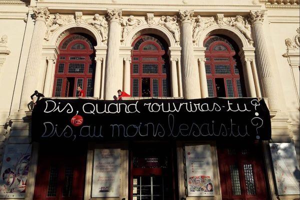 Sète - L'équipe du Théâtre Molière de Sète, sensibilise sur la réouverture des lieux culturels aujourd'hui urgente.