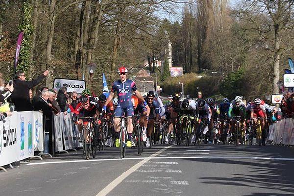 Le Néerlandais Fabio Jakobsen (SEG Racing) a remporté au sprint mardi la deuxième étape du Tour de Normandie en Seine-Maritime.