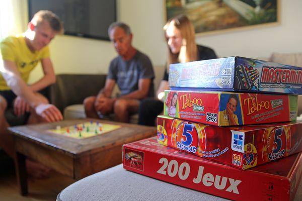 Pour s'occuper pendant le confinement, le jeu de société en famille est une bonne distraction. (Illustration.)