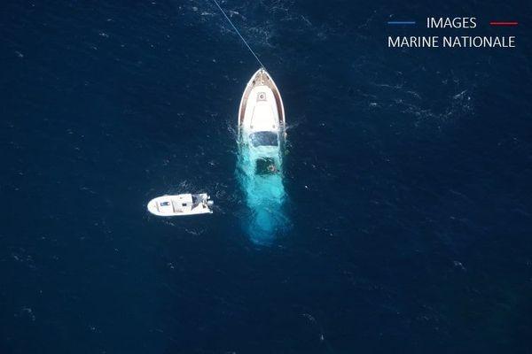 Un yacht a heurté un rocher au large de l'île de Cavallo.