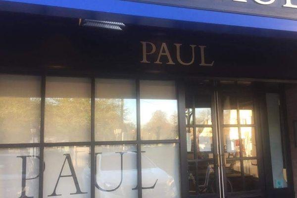 140 points de vente restent ouverts en France, sur un parc de 450, en particulier dans les centre-villes.