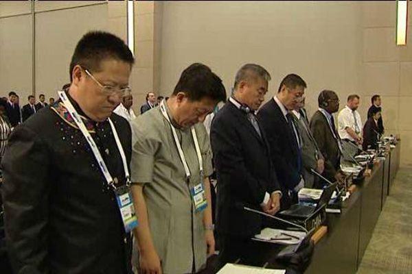 Minute de silence respectée par le comité chargé d'examiner la candidature de la Chaîne des Puys à l'Unesco à Istanbul.