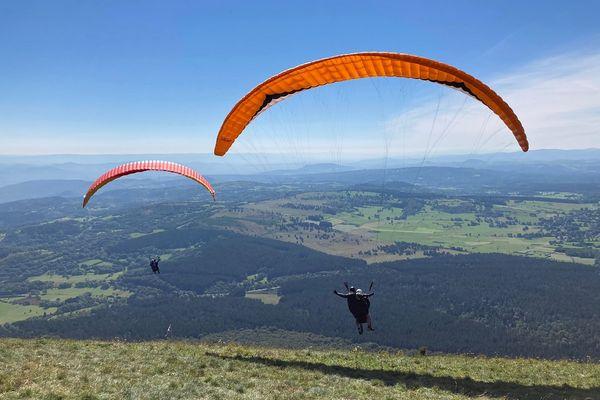 L'Université Clermont Auvergne a organisé une journée de vol en parapente pour des étudiants et personnels atteints de handicap ce mardi 7 septembre.