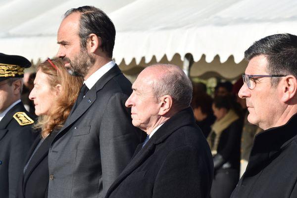 Eric Ménassi, maire de Trèbes, au premier plan à droite, aux côtés de Gérard Collomb, Ministre de l'Intérieur, Edouard Philippe, Premier Ministre et Nicole Belloubet, Ministre de la Justice, le 29 mars 2018.