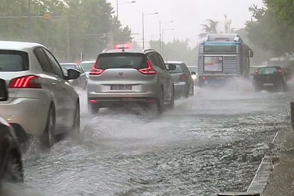 Montpellier - les routes inondées dans les quartiers nord après 1h30 d'orage - 11 juin 2018.