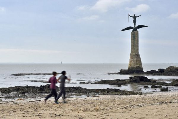 L'accès à la grande plage de Saint-Nazaire restera autorisé mais la baignade sera interdite