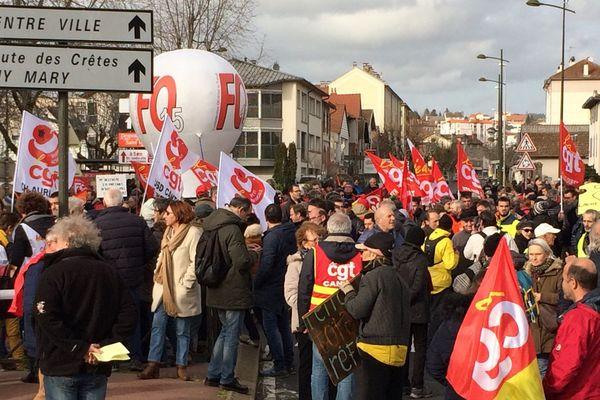 La manifestation d'Aurillac contre la réforme des retraites a démarré du rond-point de la Montade ce mardi 17 décembre à 14 heures.