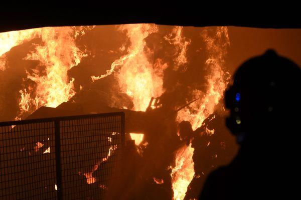Cinq incendies ont touchés six exploitations agricoles du Cher en trois nuits. Photo d'illustration