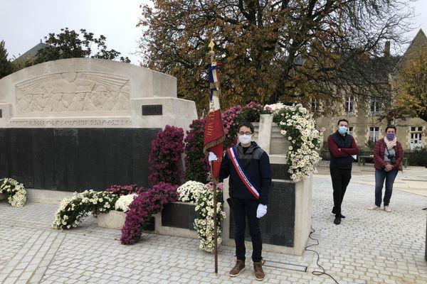 Valentin Roy, jeune porte-drapeau de la cérémonie du 11 novembre à la Roche-sur-Yon