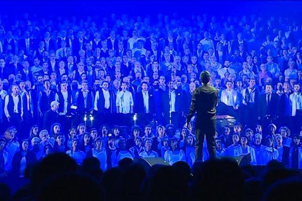 Les 900 choristes ont entonné les plus belles chansons de Barbara, William Sheller, Emilie Loizeau et Juliette Armanet.