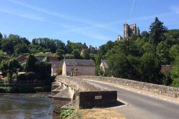 Lavardin dans le Vendômois. Cette petite  commune accrochée au coteau crayeux de la vallée du Loir est l'un des plus beaux village de France.