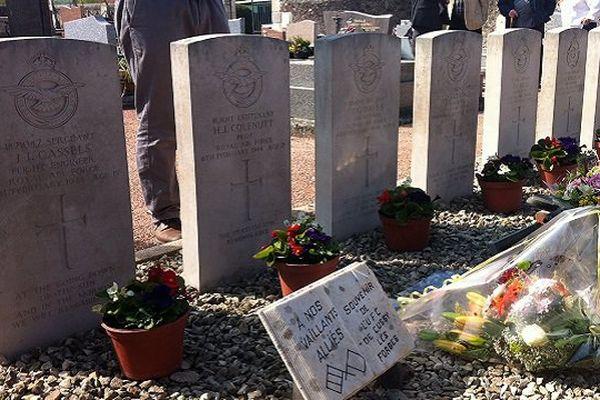 Les tombes des 7 aviateurs anglais morts à Cussy-les-Forges le 6 février 1944