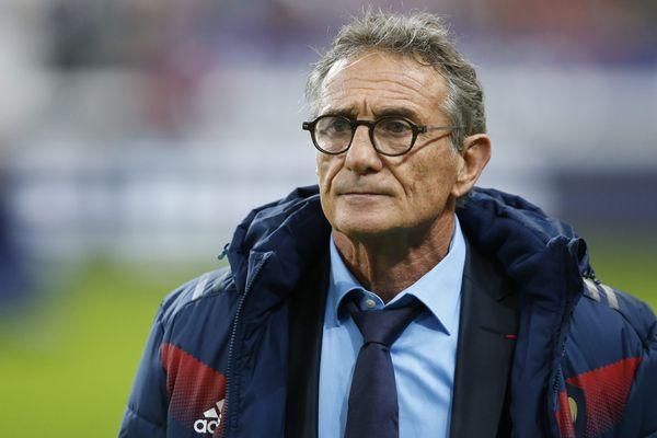 """XV de France : l'ancien sélectionneur Guy Novès a été """"écoeuré"""" par son licenciement pour """"faute grave""""."""