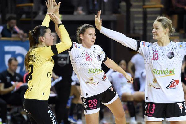 Des handballeuses de Brest face à l'équipe de Celles sur Belle, en février 2020