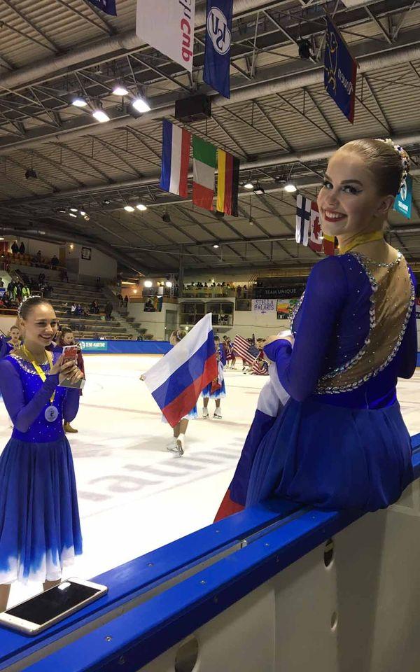 Une patineuse d'Ekaterinbourg de l'équipe Team Junost, vainqueur en 2019