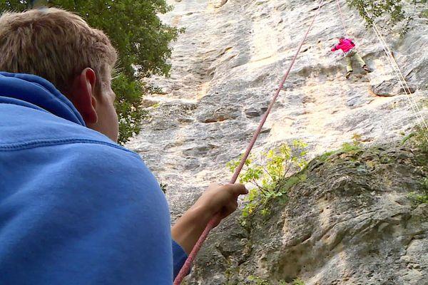 L'escalade de la falaise du Céou, à Castelnaud-la-Chapelle (24)
