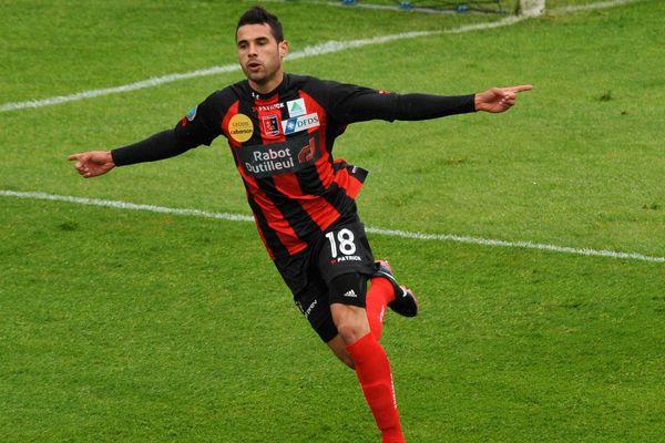 Mauricio Alves Peruchi, joueur de l'USBCO, en mai 2013.