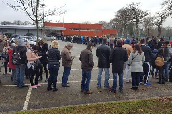 La foule est au rendez-vous à Carhaix pour retirer les premiers billets des Vieilles Charrues 2017
