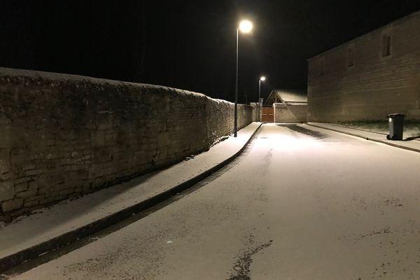 Neige autour de Caen : une fine pellicule de neige et du verglas
