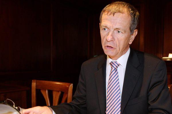 Le sénateur réclame la fin des avantages fiscaux dont bénéficie la Corse.