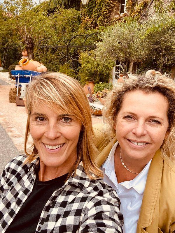 Marion Ravel et Nathalie Simon à la découverte de la poterie Ravel