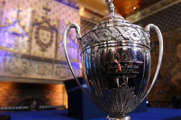 Le trophée de la Coupe de France de football