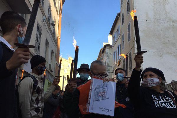 Environ 300 personnes se sont rassemblées jeudi 5 novembre dans la rue d'Aubagne pour rendre hommage aux 8 personnes mortes dans l'écroulement de deux immeubles il y a deux ans.