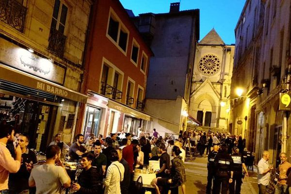 La place Saint-Roch à Montpellier lors de la réouverture des bars le 2 juin 2020.
