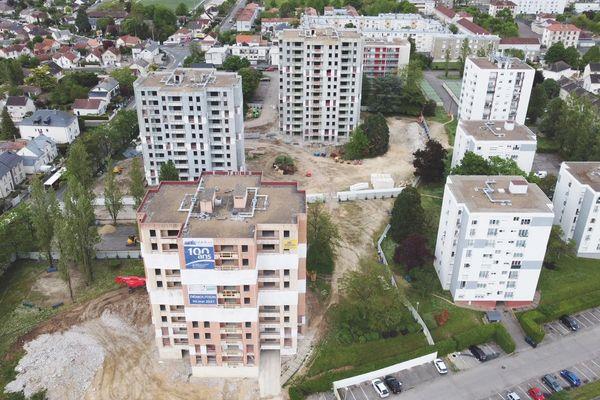 Vue aérienne des trois immeubles démolis ce 30 mai à Bourges