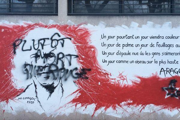 Des tags sur la fresque réalisée par l'artiste José Correa sur les murs de la permanence du PCF à Périgueux