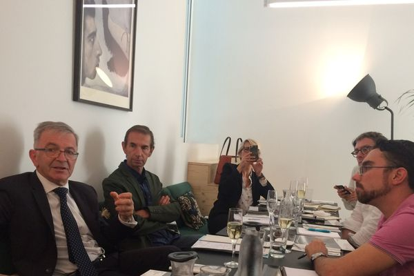 Légende photo :  François Bonneau, président de région (à gauche sur la photo), lors de sa conférence de presse de rentrée, mercredi midi à Tours.
