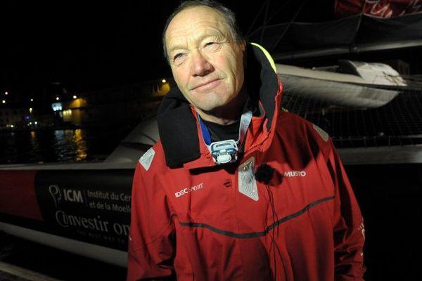 Francis Joyon, quelques instants avant son départ de Brest, vendredi matin.