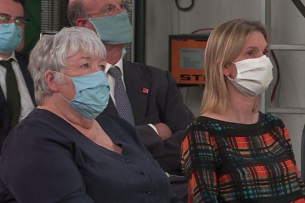 Coronavirus oblige, le déplacement ministériel s'est fait masqué.