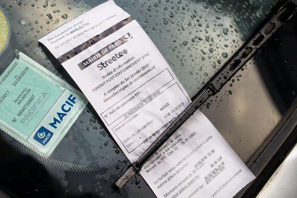 Depuis le 1er janvier 2018, les amendes sont passées de 17 à 35 voire 50 euros à Paris.