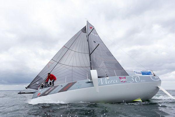 """Le skipper Alain Gautier à bord de son Figaro 3, """"Merci pour ces 30 ans"""""""