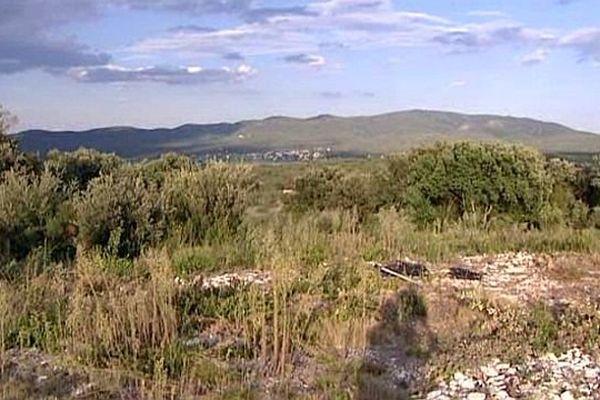 Les Plans (Gard) - le projet éolien prévoit l'implantation de 4 à 6 machines sur ce site - septembre 2014.