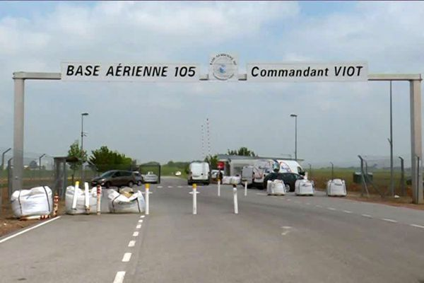 Contrôles renforcés à l'entrée de la BA 105 d'Evreux
