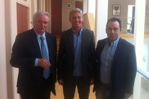 Le technicien belge José Riga (au centre) est officiellement nommé entraîneur du FC Metz.