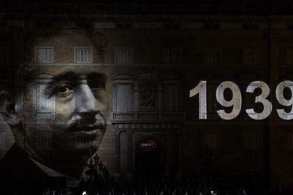 Le portrait de Lluis Companys diffusé le 9 septembre 2015 sur la façade du palais de la Generalitat.