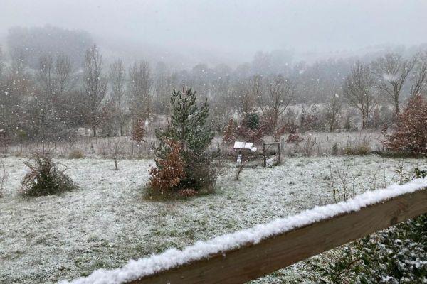 Quelques petits centimètres ont blanchi les paysages du Lauragais, Haute-Garonne ce mardi matin.
