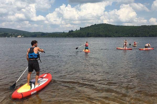 Le paddle en vogue sur le lac de Vassivière