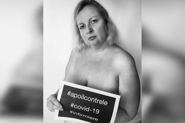 """A 44 ans, Élodie Ferriol est infirmière libérale à Antibes, elle pose pour """"A poil contre le Covid-19""""."""