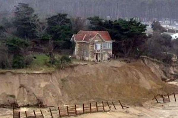 Habitations en danger à cause de l'érosion marine. Exemple à Soulac-sur-Mer en Gironde