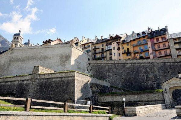 L'agression s'est déroulée dans l'auberge que tient le couple dans la vieille ville de Briançon.