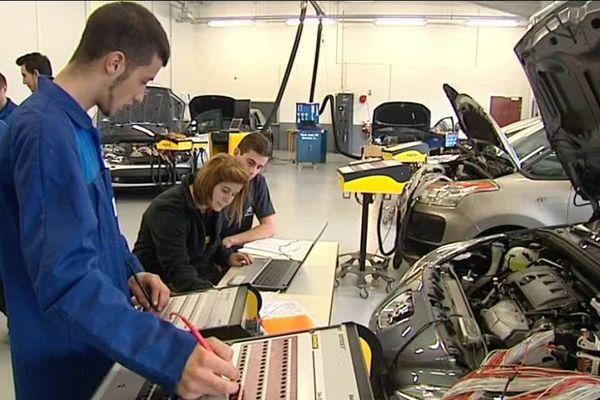 Les nouvelles voitures facilitent le travail de leurs réparateurs en communiquant leurs données.