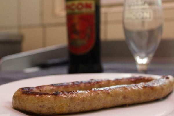 Sébastien Magard propose depuis plusieurs années des saucisses au Picon. Mais depuis peu, grâce aux réseaux sociaux, son produit fait un tabac.