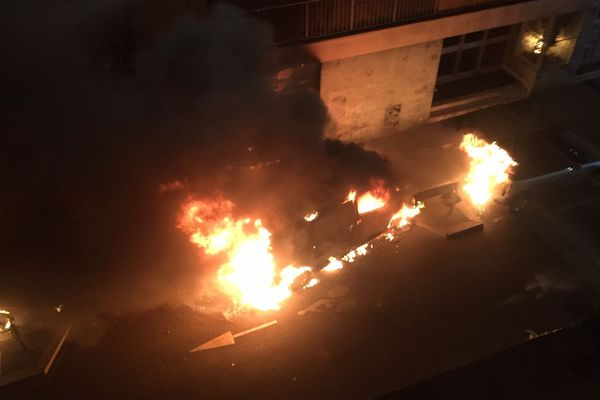 Un incendie a brûlé 14 véhicules rue Lantiez, dimanche 24 février.