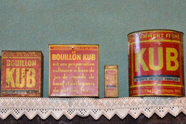 Anciennes boîtes en fer bouillon Kub