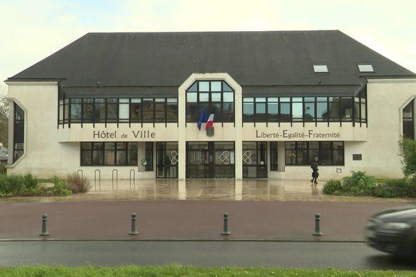 La mairie de Mondeville, dans le Calvados